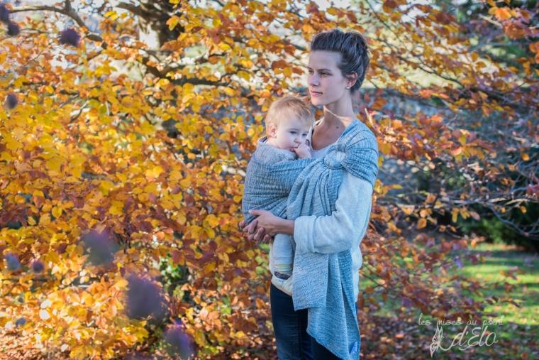 Séance famille parents et bébé en portage - Shooting commercial avec Néobulle